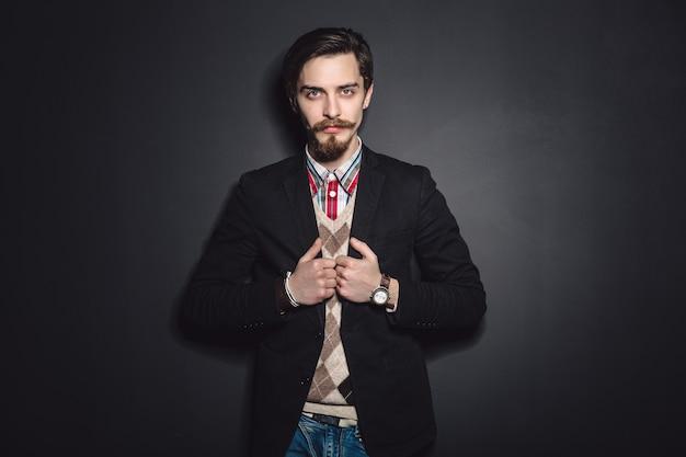 Image d'un jeune homme élégant