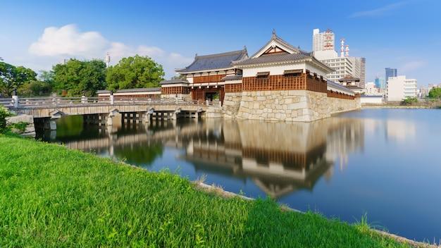 Image longue exposition de l'entrée du château d'hiroshima , hiroshima , japon