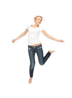 Image lumineuse d'une adolescente heureuse et insouciante