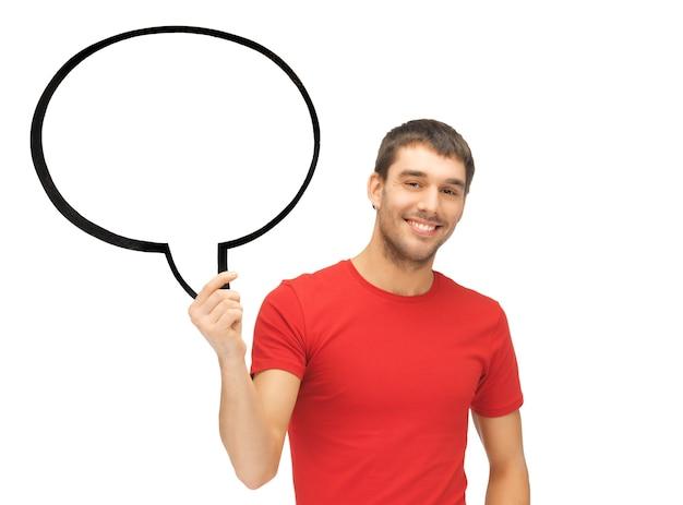 Image lumineuse d'un homme souriant avec une bulle de texte vierge.