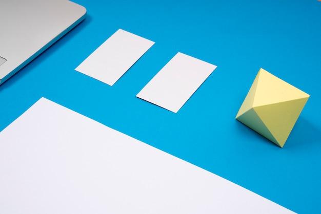 Image de maquette de carte de visite en bleu