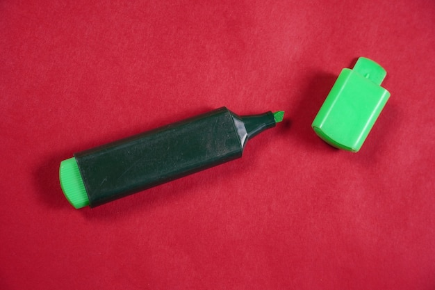 Image de marqueur vert sur fond isolé