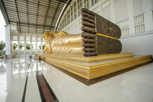 Image de pied et de bouddha sommeil