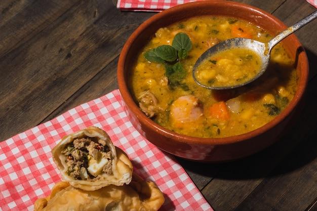 Image d'un plat argentin typique appétissant.
