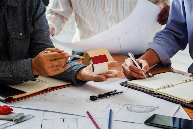 Image de la réunion du projet, conception du système, travail avec les partenaires