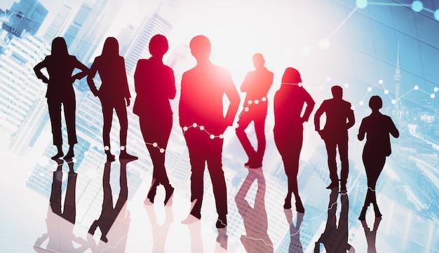Image de la silhouette du groupe de gens d'affaires sur fond de ville
