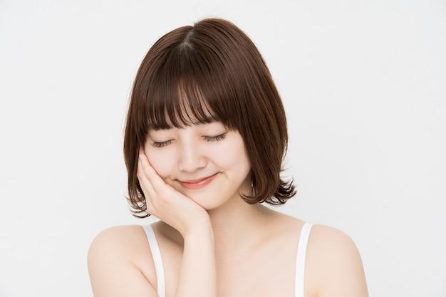 Image De Soins De La Peau (femme Asiatique) Photo Premium