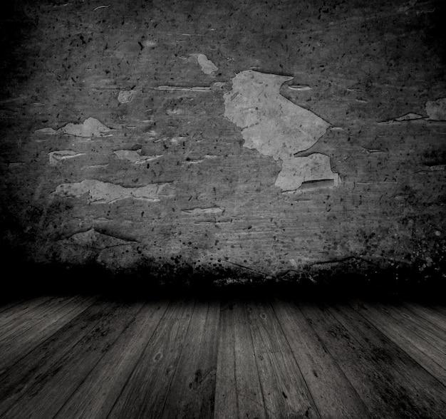 Image de style grunge d'un ancien intérieur avec un mur d'épluchage et un plancher en bois