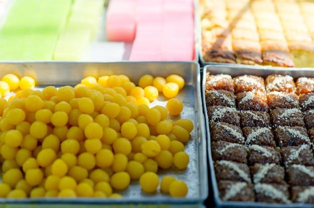 Des images de dessert qui sont un délicieux concept de snack avec espace de copie