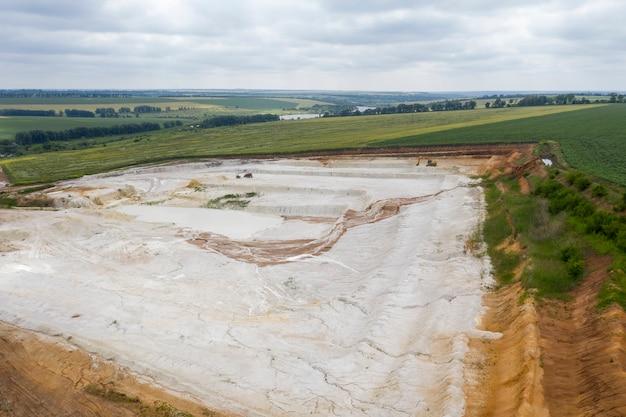 Images de drone vue de dessus d'exploitation minière à ciel ouvert
