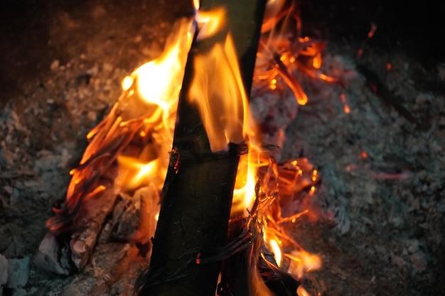 Images de feu brûlant