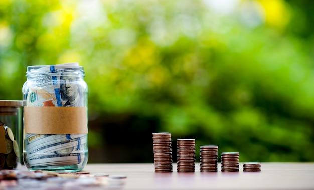 Images en gros plan de billets en argent et en dollars