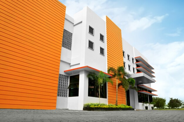 Immeuble de bureaux moderne stylisé avec parking