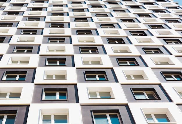 Immeuble moderne et neuf.