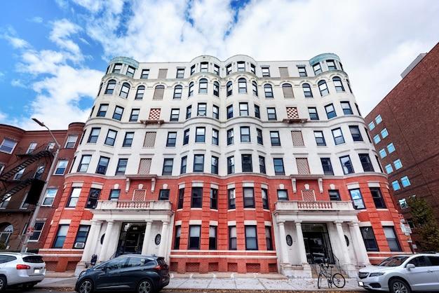 Immeuble résidentiel âgé aux états-unis