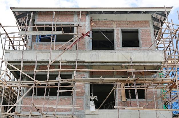 Immeuble résidentiel en construction.