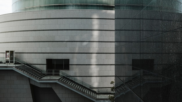 Immeubles de bureaux commerciaux avec façade en verre