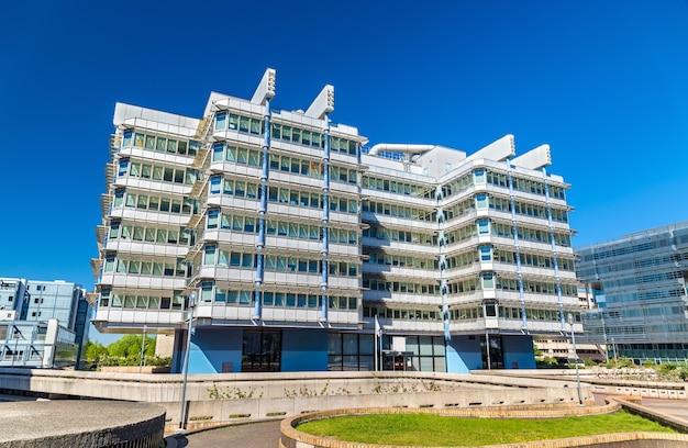 Immeubles de bureaux dans le quartier meriadeck de bordeaux - france