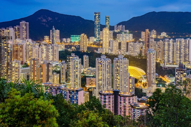 Immeubles de grande hauteur à jardine's lookout et happy valley sur l'île de hong kong
