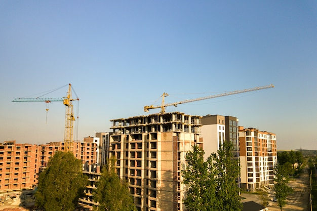 Immeubles résidentiels à plusieurs étages en construction