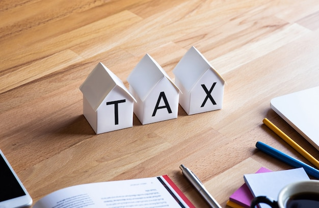 Impôt foncier. planification des investissements. immobilier d'entreprise. crise économique. dépenses du travailleur. gestion financière.