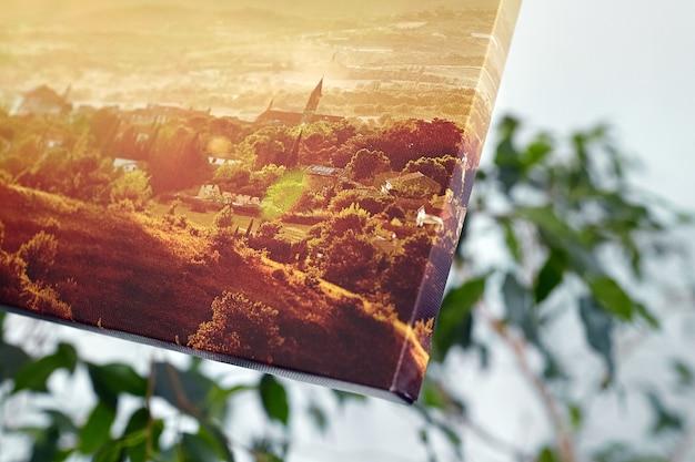 Impression photo sur toile tendue sur cadre avec gros plan de coin wrap galerie