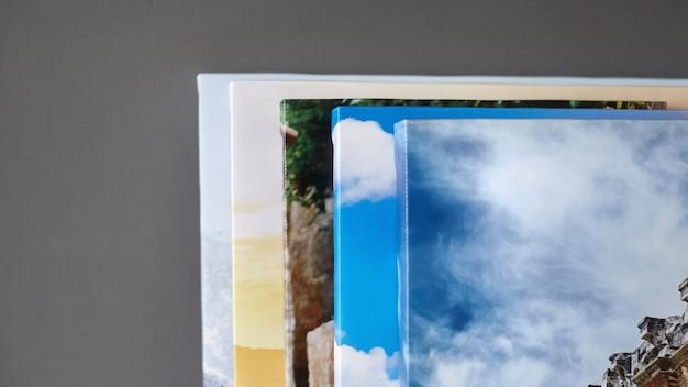 Impressions sur toile photos étirées avec galerie enveloppant sur mur gris