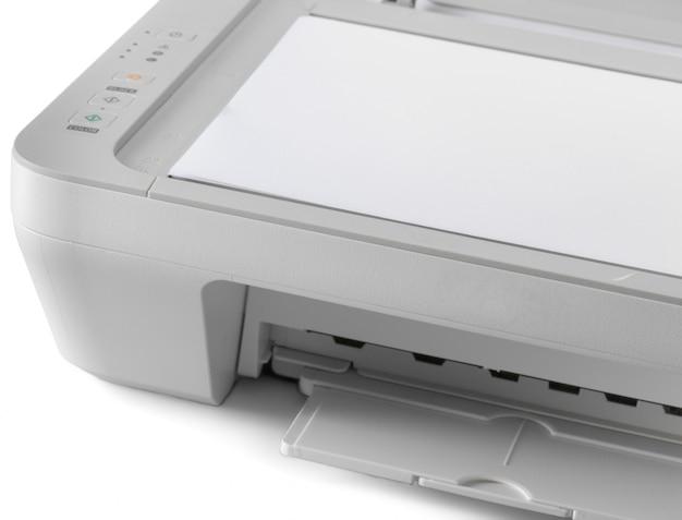 Imprimante isolée sur fond blanc