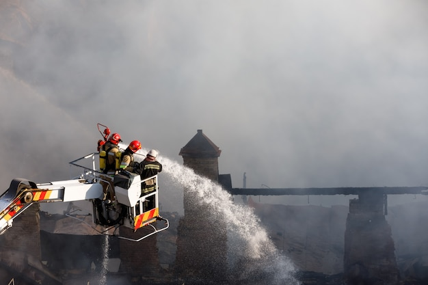 Incendie dans une maison à trois étages à kiev