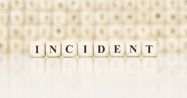 Incident de mot fait avec des blocs de construction en bois