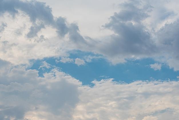 Incroyable beau ciel avec des nuages
