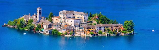 Incroyable île unique au milieu du lac - orta san giulio. piémont, nord de l'italie