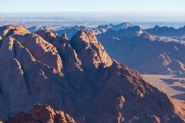 Incroyable lever de soleil sur la montagne du sinaï en egypte