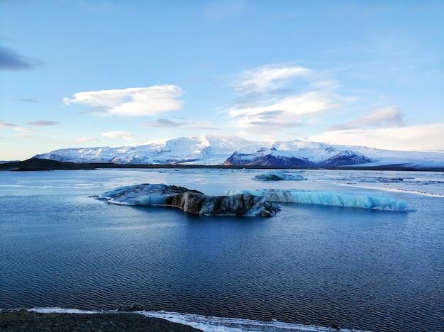 Incroyable paysage naturel le plus grand glacier de l'île d'islande en hiver.