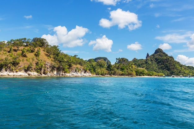 Incroyable vue panoramique sur la baie de la mer et les îles de montagne, palawan, philippines vacances sérénité belle nature tropicale