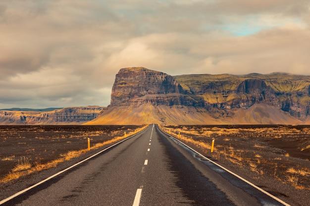 Incroyables routes islandaises.