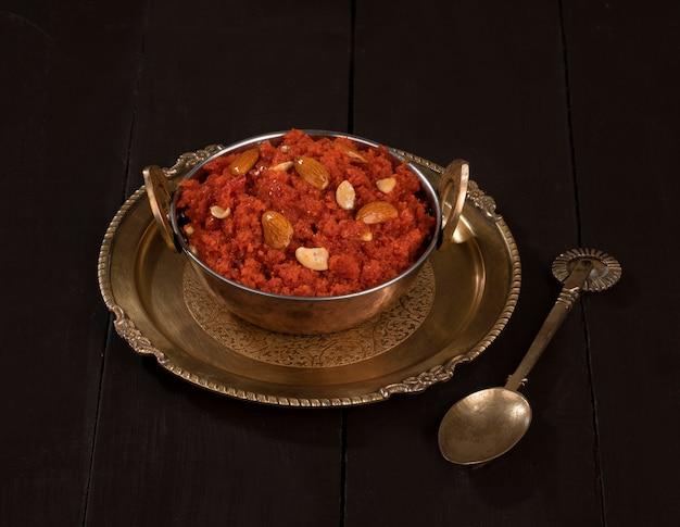 Indian sweet food carotte halwa ou gajar ka halwa