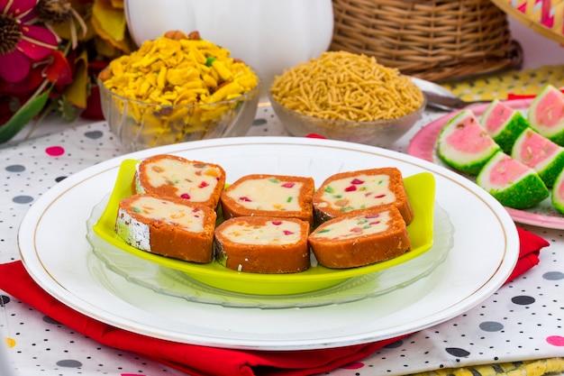 Indien doux coloré mawa peda
