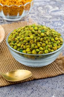 Indien namkeen snack food pois vert masala