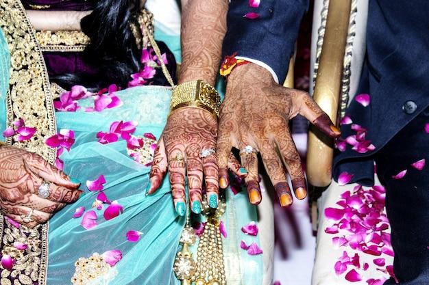 Indienne mariée & groom show engegment anneau