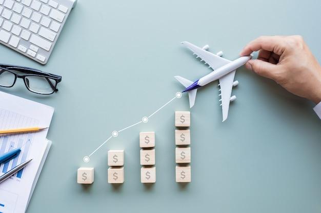 L'industrie du transport d'affaires avec de l'argent en grandissant