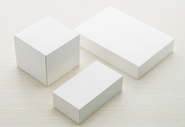 Industrie objet abstrait carton blanc