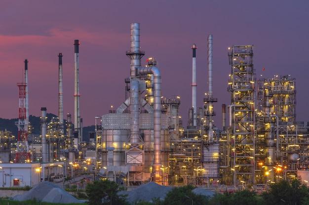 Industrie pétrolière et gazière - raffinerie - usine - usine pétrochimique.