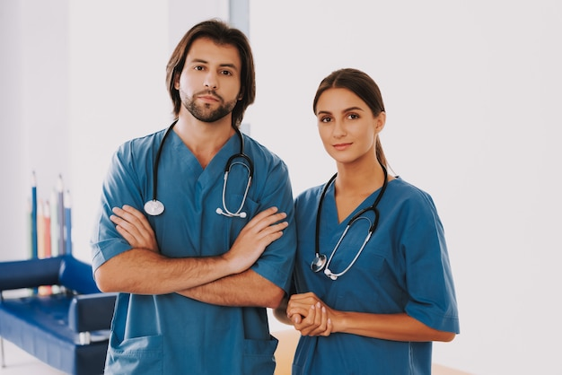 Infirmière ou chirurgien personnel médical en clinique.