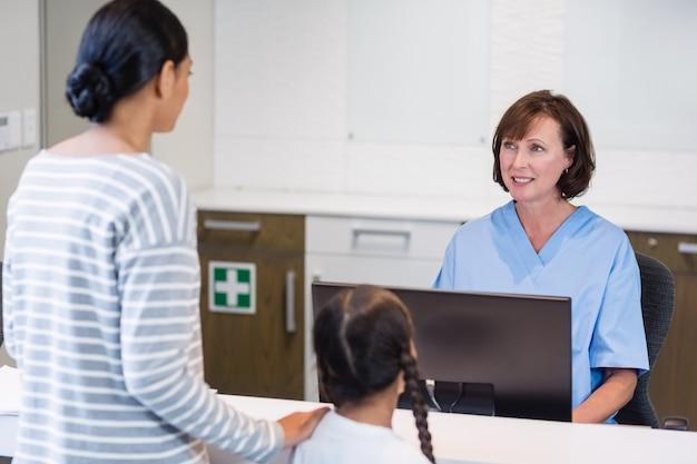 Infirmière, conversation, patient, compteur