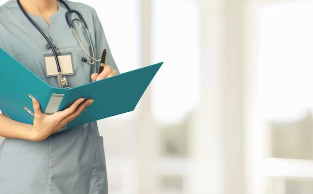 Une infirmière inscrite à un programme de baccalauréat en sciences infirmières,