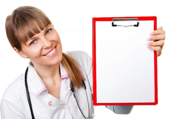Infirmière / médecin montrant un panneau vierge