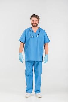 Infirmière en uniforme souriant