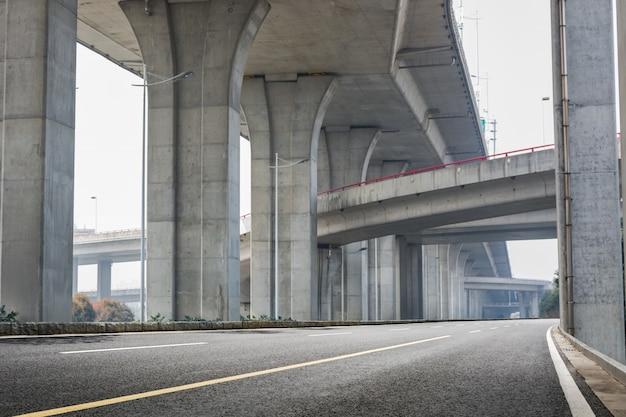 Infrastructure sous un pont