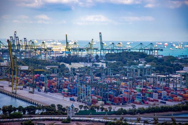 Ingapore - 4 mars 2020 : paysage urbain port maritime de singapour.